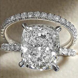 Delicate white diamond woman's ring set